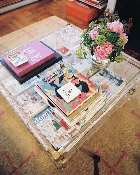 Coffee+Table+Lucite+coffee+table+covered+books+hEoOfc_9eXfl
